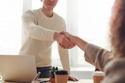 Hoe zorg je voor een goede eerste indruk bij een financier?